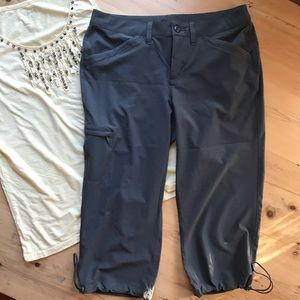 Eddie Bauer 6 athletic cropped nylon spandex pants